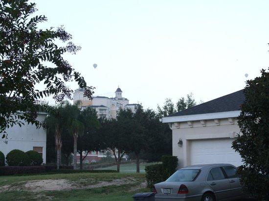 Reunion Resort, A Salamander Golf & Spa Resort:                   Balloon flying by