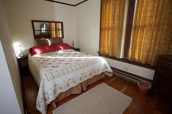 Victoria Falls Guesthouse : ALL SUITES CONTAIN A MINIMUM OF 1 QUEEN SIZED BED