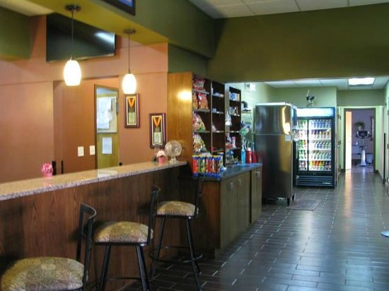 Howard Johnson Inn - Ocala FL:                   Small store with a variety of snacks and other items