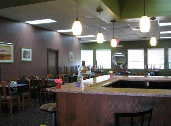 Howard Johnson Inn - Ocala FL:                   Breakfast and dinner dining area