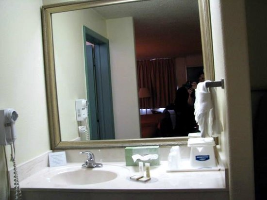 Howard Johnson Inn - Ocala FL:                   Part of bathroom