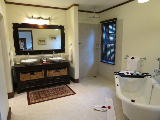The Manor at Ngorongoro:                   Large Bathroom