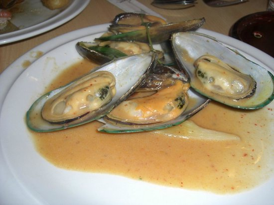East:                   Mussels in Red Curry (Thai)