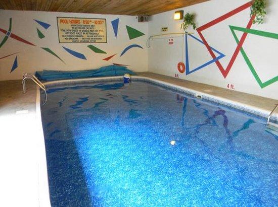 Beachside Motel:                   pool
