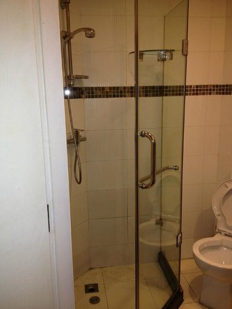 Shanghai City Central Youth hostel:                                     private room shower