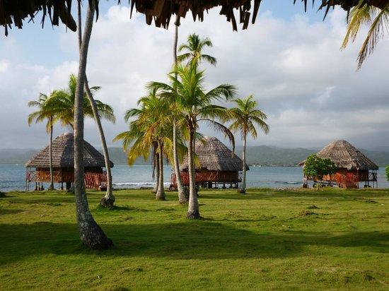 Yandup Island Lodge:                   Hay cabañas sobre el mar y en tierra, de cualquier manera l< estadía es pefect