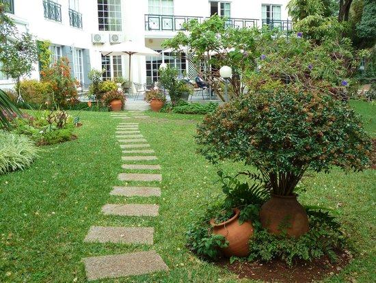 Quintinha São João:                   Garden