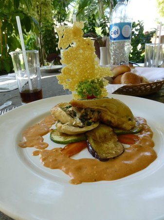 Gamma de Fiesta Inn Plaza Ixtapa:                   Chicken Breast stuffed with spinach, cheese, egg plant and Chipotle Sauce!  Yu