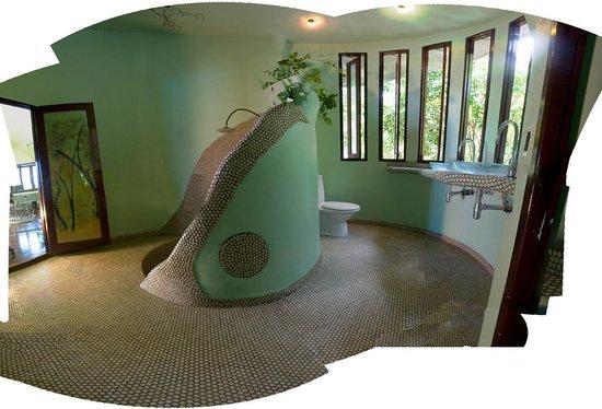 Monkey Flower Villas: Upper round bathroom and sunken shower...