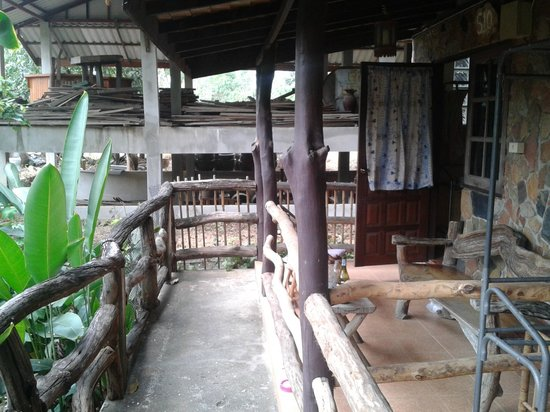 Blue Star Guest House :                   Entering a bungalow