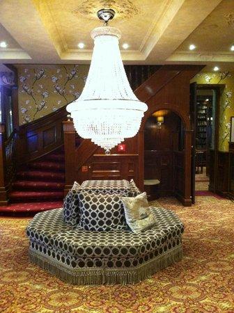 Hotel Estherea:                   lobby