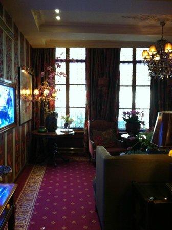 Hotel Estherea:                   lobby sitting area