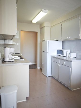 Hotel Dorval - Beausejour Apartments : Kitchen at one and two bedroom apartment