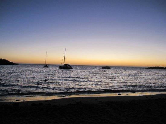 Chez Ginette:                                     vue de la plage....