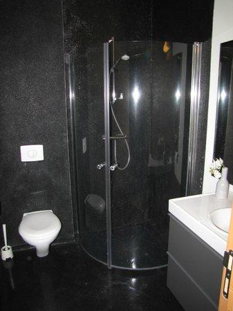 Volcano Hotel:                   black pebble bathroom