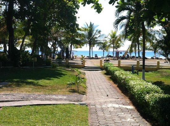 Morgan's Cove Resort & Casino:                   walk from buffet, to beach