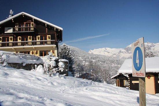 Maison Jaune Ski Chalet: Right on the ski piste
