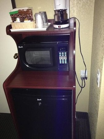 Quality Inn Winslow:                   microwave and fridge