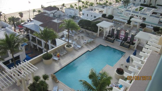 Beach Place Towers Fort Lauderdale:                   View of pool from room.