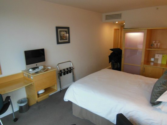 Doubletree by Hilton London - Westminster:                   small room