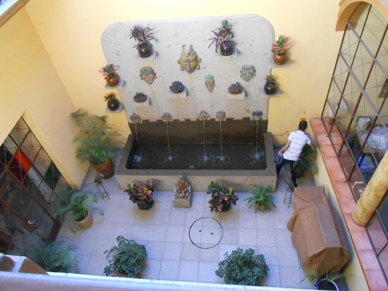 Casa Alebrijes Hotel:                   The 2nd floor view of the courtyard