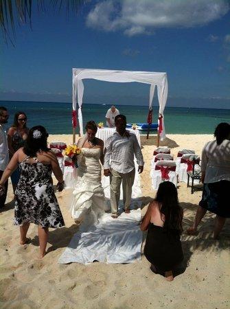 Nachi Cocom Beach Club & Water Sport Center:                   Wedding!