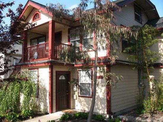 Short Stay Lodgings - Franklin Street Inn: Entry to 912 & 910