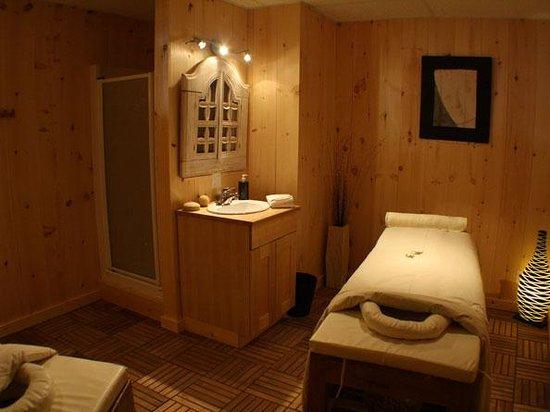 Auberge Couleurs de France: salle de massage