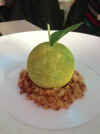 Bubbles Gastrobar and Restaurant:                   Appel mousse (Dessert)
