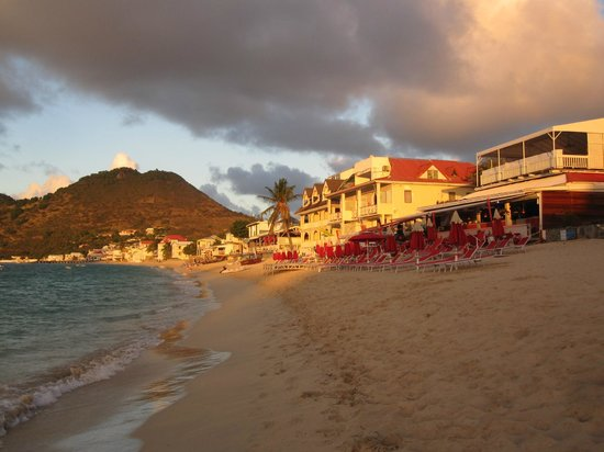 Hotel L'Esplanade:                   Grand Case beach in the evening looking East