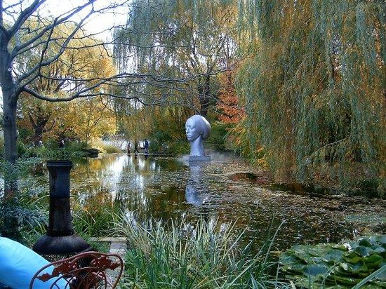 Grounds For Sculpture Floating Head Upon the Water