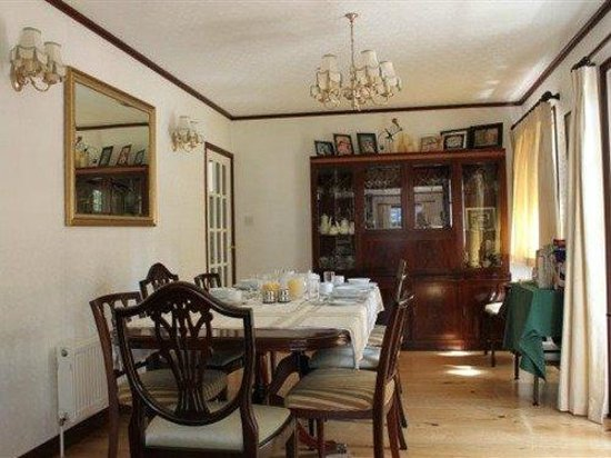 Petherton Cottage:                   Dining Area