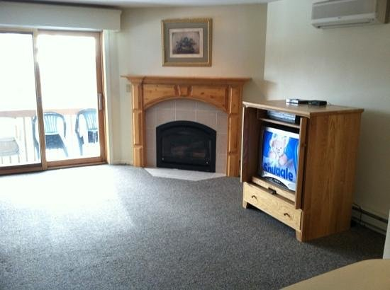 Nordic Village Resort:                   gas fireplace kept us toasty!