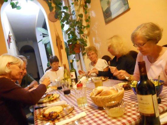 Casa de Familia Mama Lu:                   En la hora de la Cena
