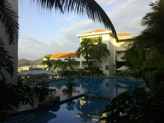 Guesthouse International Hotel:                   The smaller pool