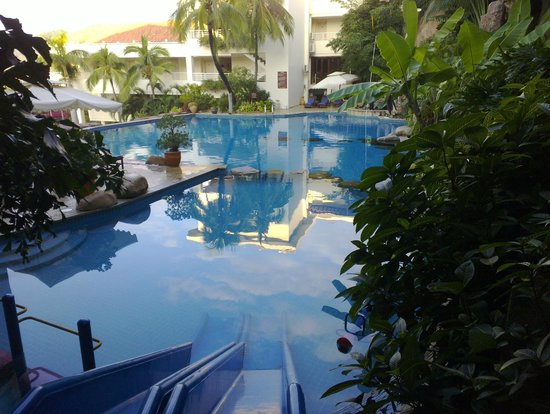 Guesthouse International Hotel:                   The smaller of the two pools