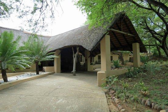 ชิดูลิ ไพรเวท เกมส์ ลอดจ์:                   Entrance to Shiduli Lodge