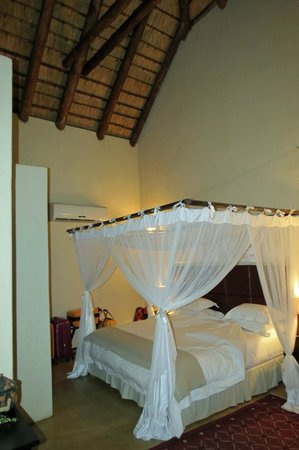 Shiduli Private Game Lodge:                   Bedroom at lodge