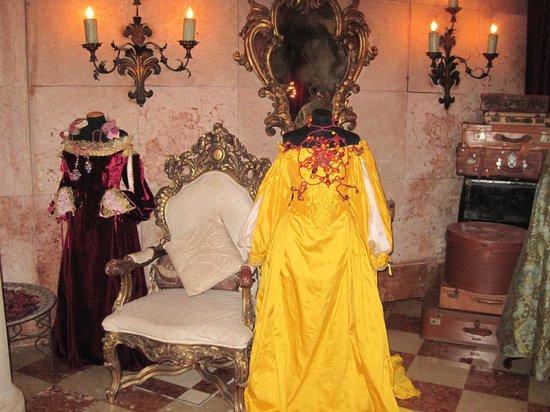 Metropole Hotel:                   Carnevale Mannequins