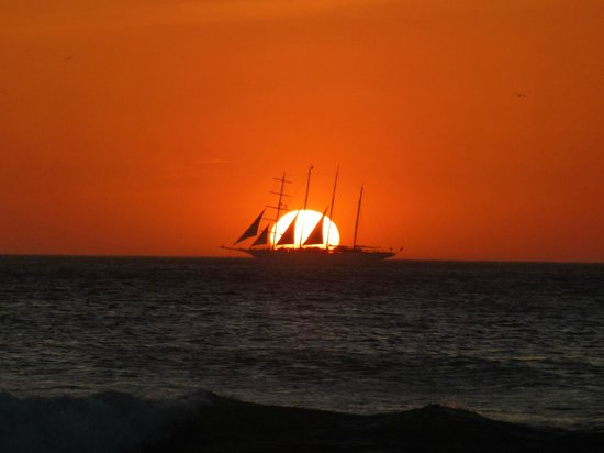 Hotel Barcelo Langosta Beach:                   Beautiful Sunsets at Barcelo!