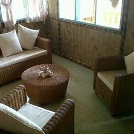 Jendi Seafront Lodge: Inside cottage