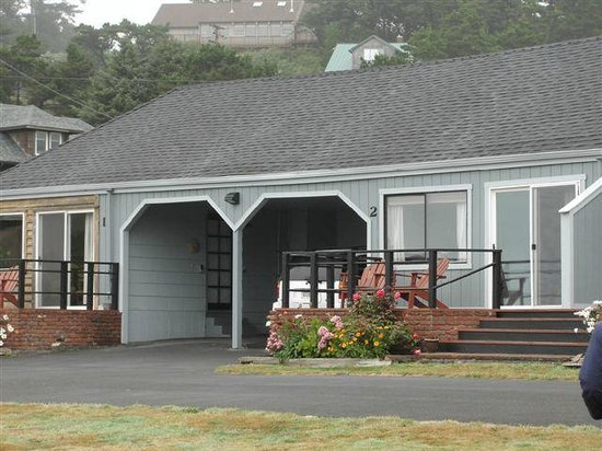 ‪‪Agate Beach Motel‬:                                     The outside of cottage #2 w/carport at Agate Beach Motel