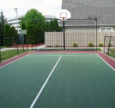 Residence Inn Detroit Livonia: sports court