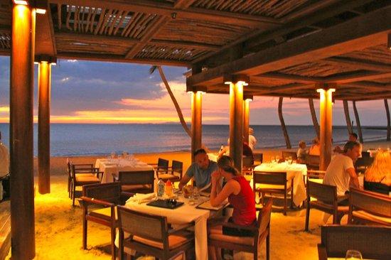 Flying fish denarau island restaurant reviews phone for Flying fish grill