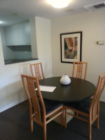 Medina Serviced Apartments North Ryde:                                     Dining