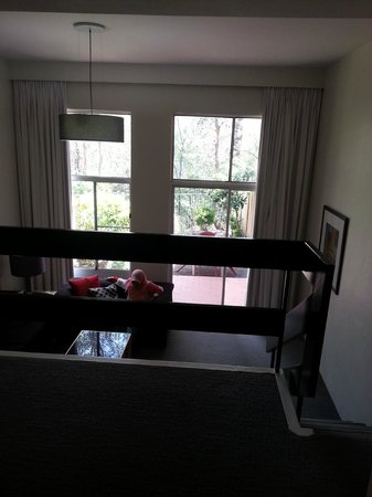Medina Serviced Apartments North Ryde :                                     View from Dining looking at living area