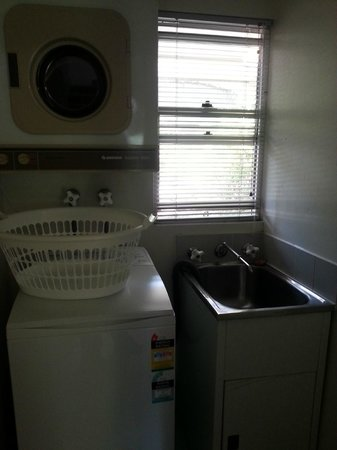 Medina Serviced Apartments North Ryde:                                     Laundry Area