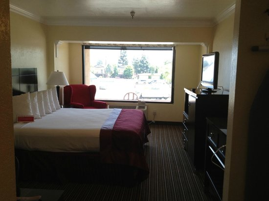 Ramada Anaheim South:                                     Faicing the window from the door
