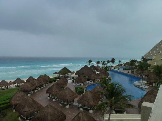 Paradisus Cancun:                                     Vue de la terrasse de notre chambre.