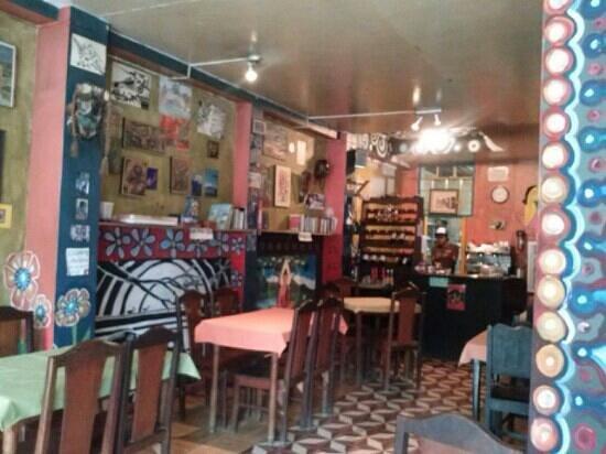 Cafe Hood:                   el salón fe Café Hood.